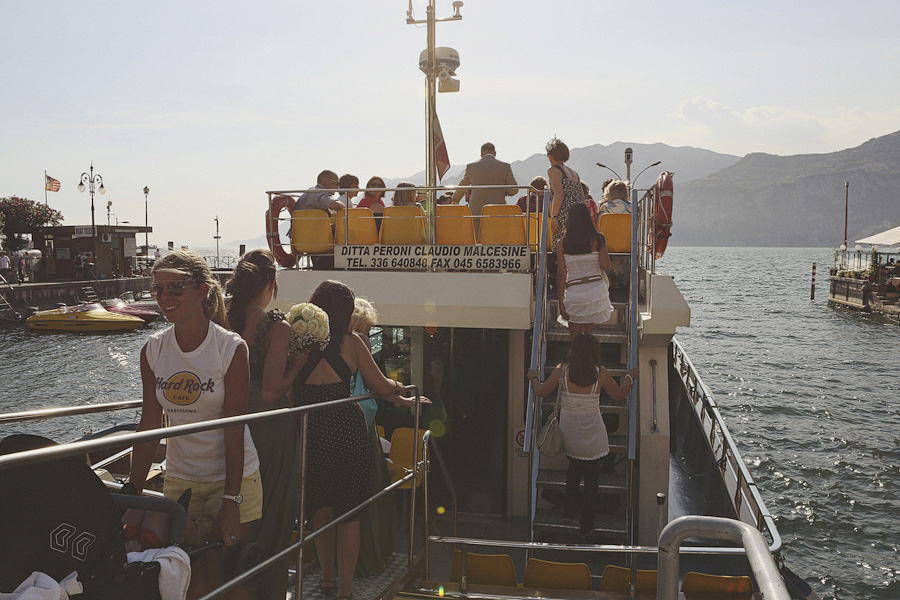 The boat trip to Casa degli Spiriti