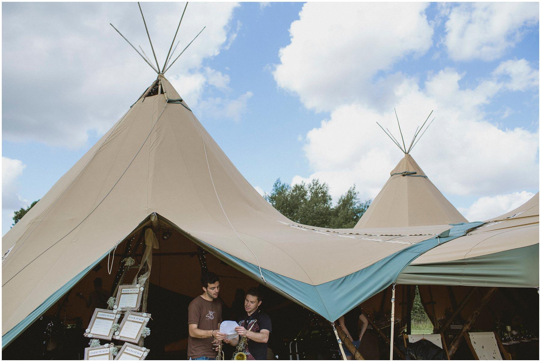 Kent-Festival-Tipi-wedding-photography_0009