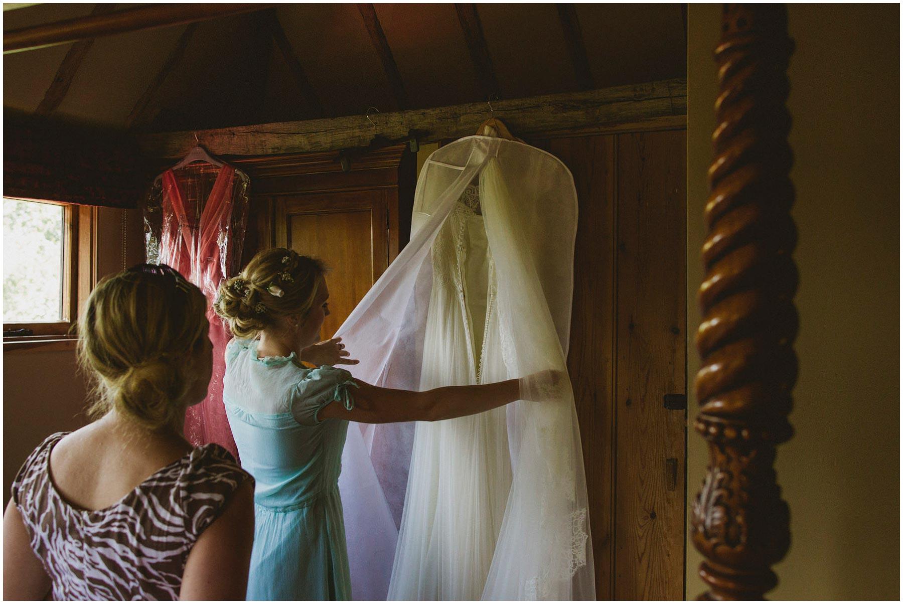 Kent-Festival-Tipi-wedding-photography_0033