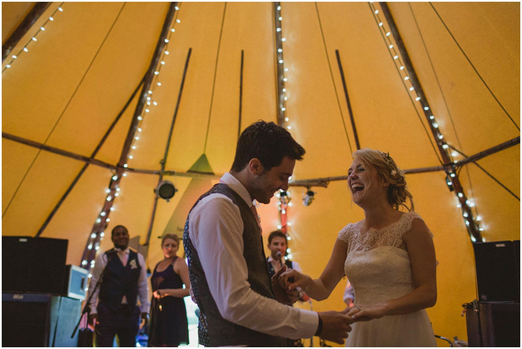 Kent-Festival-Tipi-wedding-photography_0160
