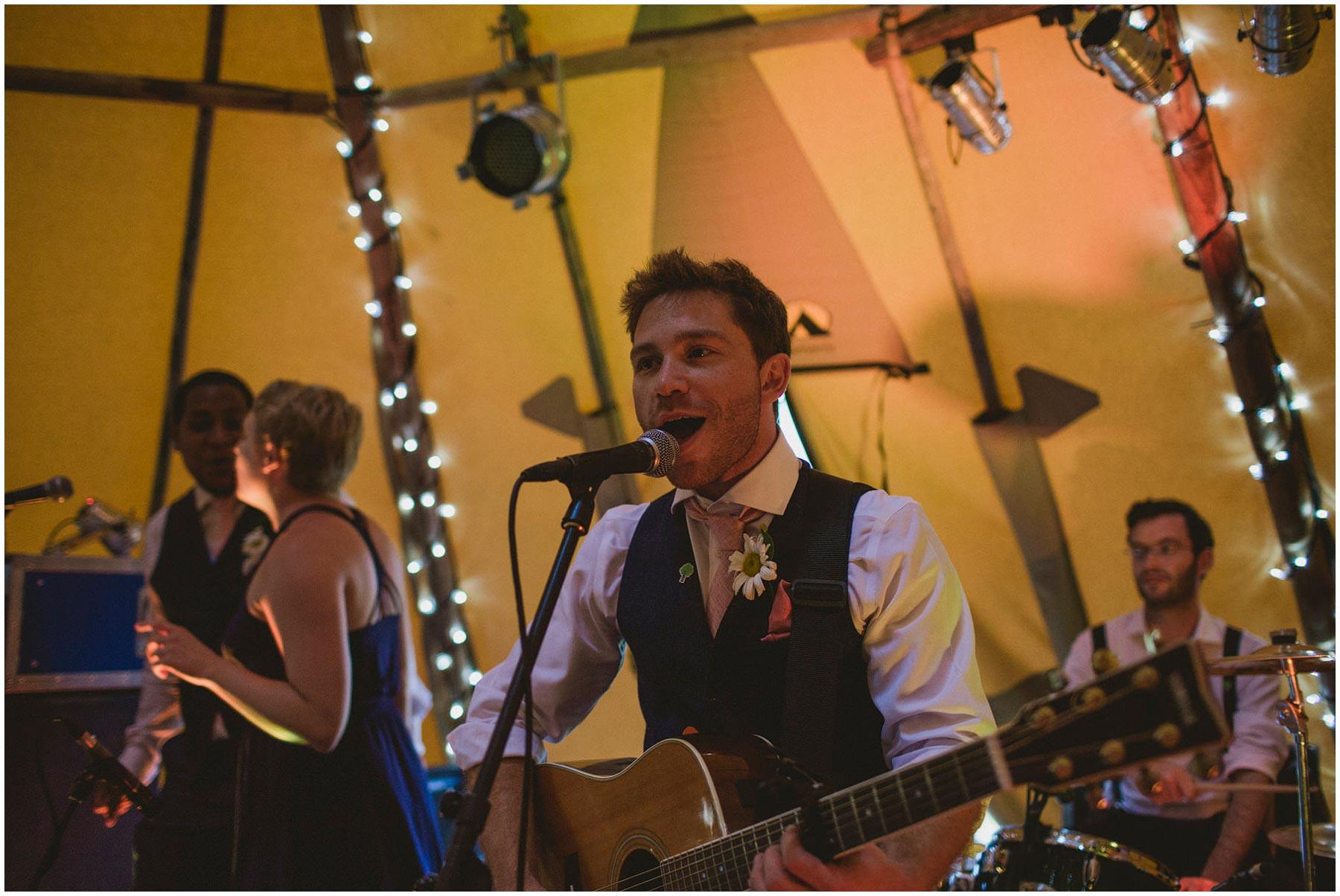 Kent-Festival-Tipi-wedding-photography_0164