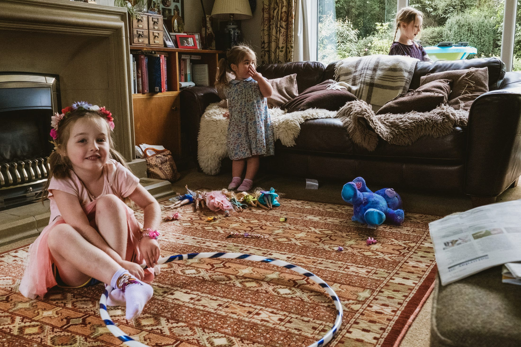 children in the house playing